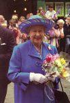 (57) Queen Elizabeth (15 x 10 cm)