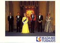 (475) The Royal Family, Madame Tussaud's (17 x 12 cm)