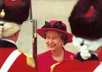 (301) Queen Elizabeth (17 x 12 cm)
