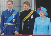 (861) Elizabeth, William and Harry, 2009 (17 x 12 cm)