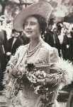 (880) Elizabeth the Queen Mother, c. late 1930s (double card 18 x 12,5 cm)