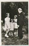 (238) Dutch princesses and Winston Churchill, 1946