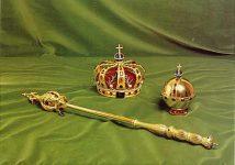 (243) The Queen's Regalia