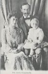 (375) The Royal Family, 1905 (modern postcard)