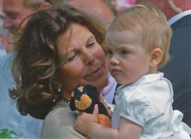 (1074) Queen Silvia with Estelle, Solliden July 2013
