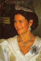 (493) Queen Silvia (17 x 12 cm)