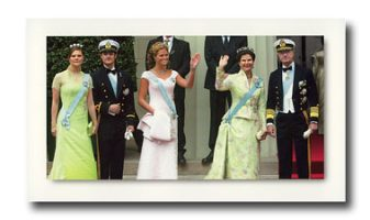 (542) The Royal Family, 2004 (small card 18 x 10,5 cm)