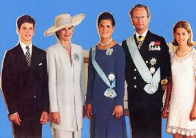 (601) The Royal Family, 1995 (shapes 22 x 14,5 cm)