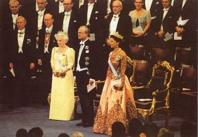 (608) The Royal Family, Nobel Prize Ceremony, 1998 (21 x 15 cm)