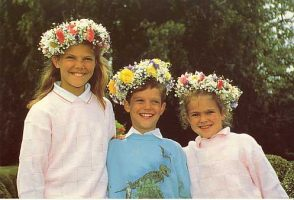 (621) Crown Princess Victoria & siblings (17 x 11,5 cm)