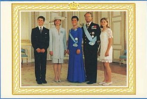 (646) The Royal Family on occasion of Victoria 18 years old (double card 10,5 x 7 cm when folded)