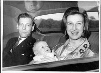 (4) Alexandra & Angus with baby (The central Press photos, 16 x 11,5 cm)