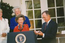 (56) Queen Sonja in The White House, 1991 (15 x 10 cm)