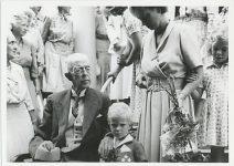 (13) Gustaf V & lille Carl Gustaf, 1949 (Nilsson-Foto 12,5 x 9 cm)