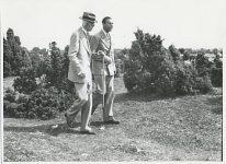(15) King Gustaf V & prince Gustaf Adolf, 1945 (Nilsson-Foto 12 x 8,5 cm)