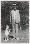 (23) Gustaf V & little Carl Gustaf (E. Bengtsson 14 x 10 cm)