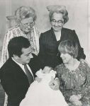 (13) Christina & Jorge with son and grandmothers (Benelux Press - 24 x 20 cm)