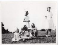 (43) Prince Carl Gustaf and his sisters, 1947 (Nilsson-Foto, 11,5 x 9 cm)