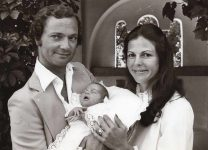 (70) Silvia & Carl Gustaf with newborn Victoria, 1977 (press photo Reportagebild, 18 x 13 cm)