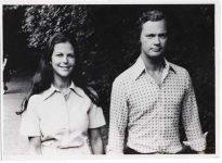 (62) Silvia & Carl Gustaf, Solliden 1976 (Nilsson-Foto, 12 x 8,5 cm)