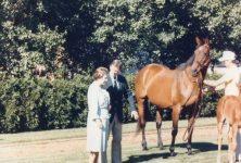 (34) Queen Elizabeth in Kentucky, USA, 1989 (15 x 10 cm)