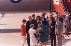 (33) Queen Elizabeth in Kentucky, USA, 1989 (15 x 10 cm)