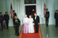 (36) Queen Elizabeth and prince Philip in The White House, 1991 (15 x 10 cm)