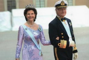 (1224) Queen Silvia and King Carl Gustaf, 2015 (17 x 11,5 cm)