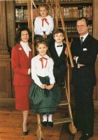 (1255) Silvia & Carl Gustaf with 3 children